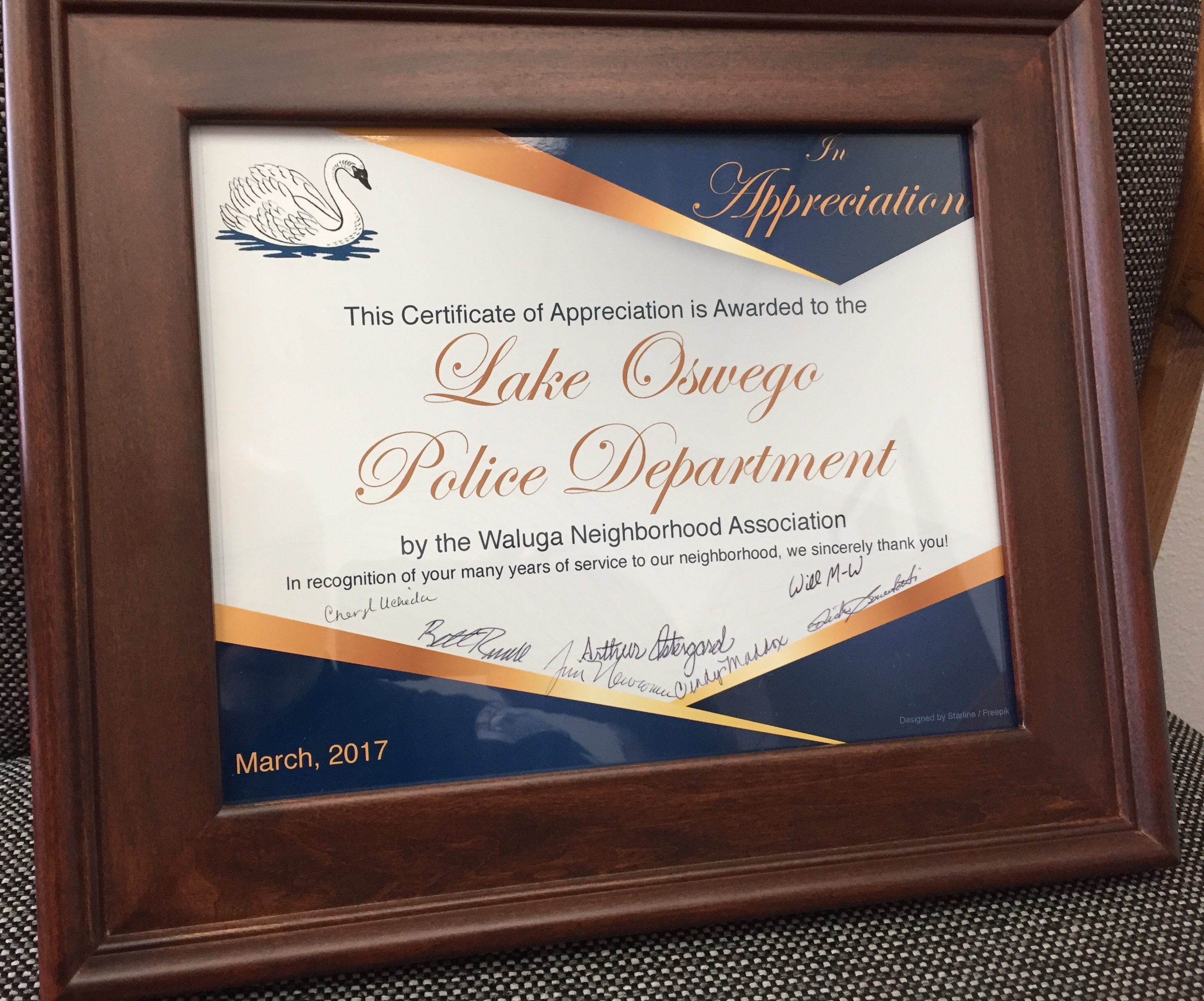 Julia warren council digest page 2 borhood association presented a framed certificate to the lake oswego police department xflitez Gallery