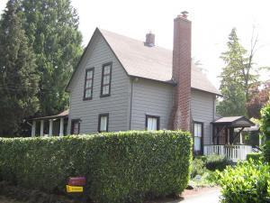 Lueg House