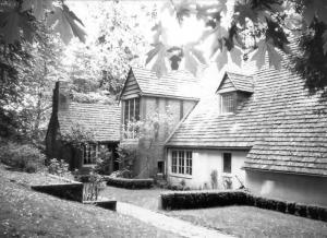 Sundeleaf House