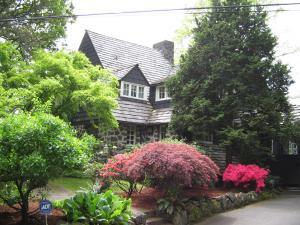Allen House I
